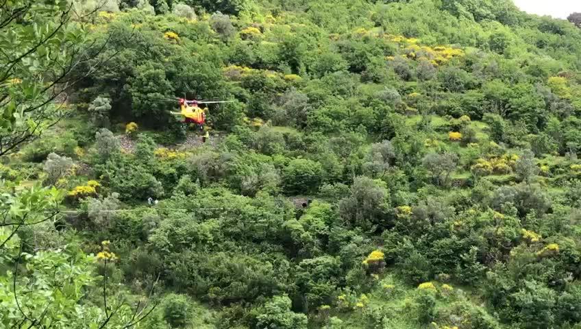 Ciclista cade da un sentiero in Val Bisagno