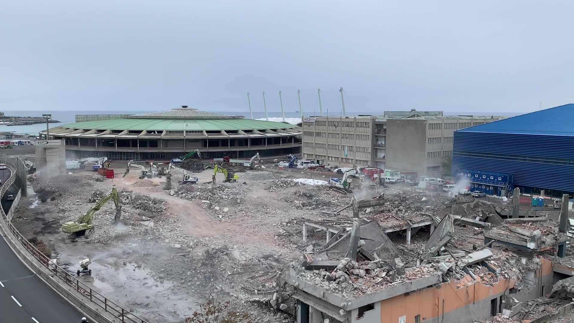 Waterfront Levante, i cantieri per la demolizione del Padiglione C
