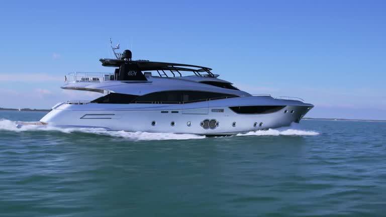 Monte Carlo 105 - Monte Carlo Yachts