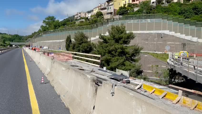 Incidente sulla A10 a Pietra Ligure, coinvolti due tir e un'auto