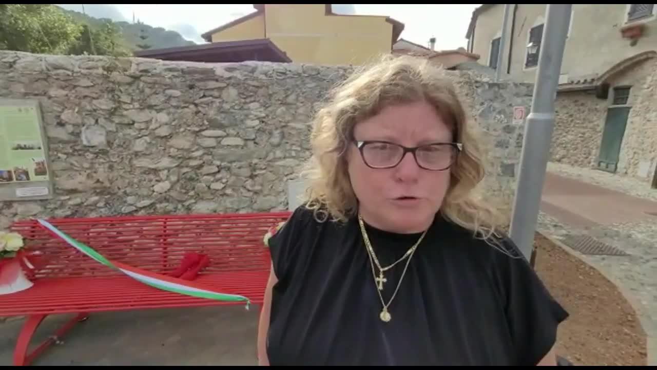 Inaugurata a Toirano la Panchina Rossa in memoria di Jessica Novaro