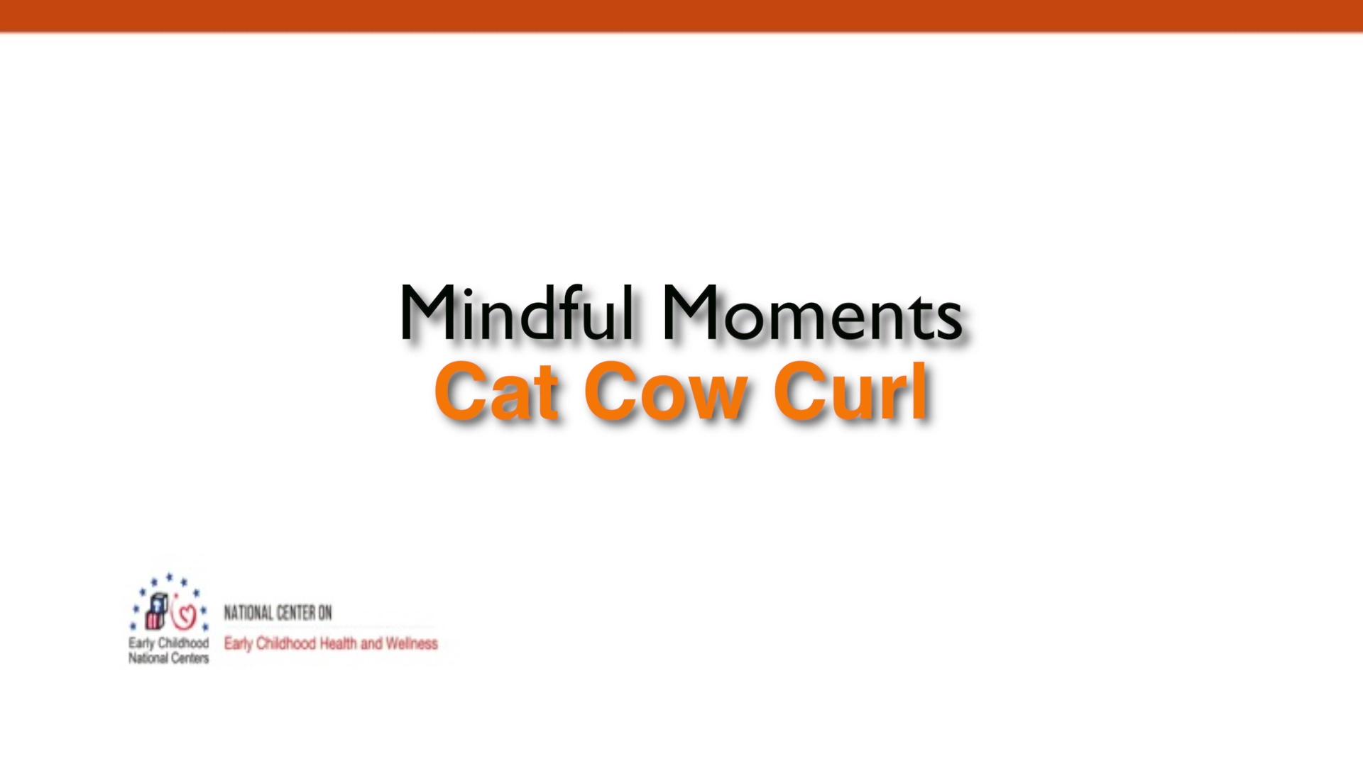 Flexión en la postura de la vaca y el gato en posición de pie