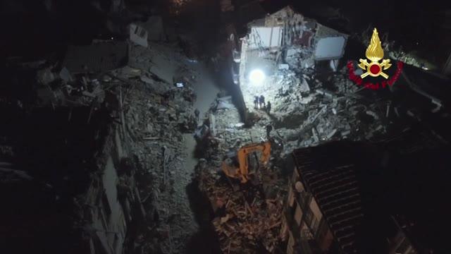 Video: La lunga notte dei soccorsi