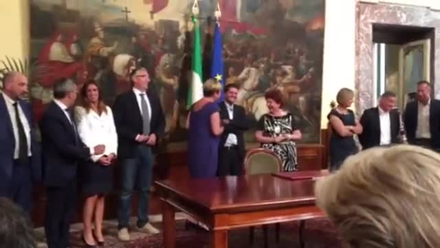 Video: Renzi firma l'accordo con Whirlpool