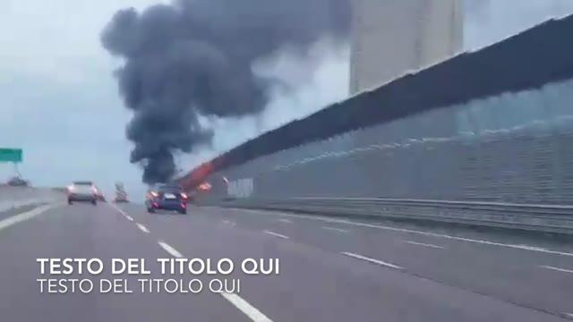 Video: Auto in fiamme sull'A4