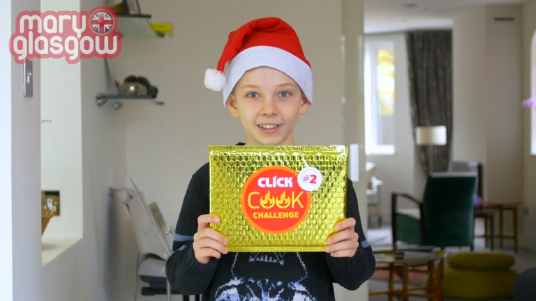 CLICK Cook Challenge: Make a Christmas cookie! screenshot