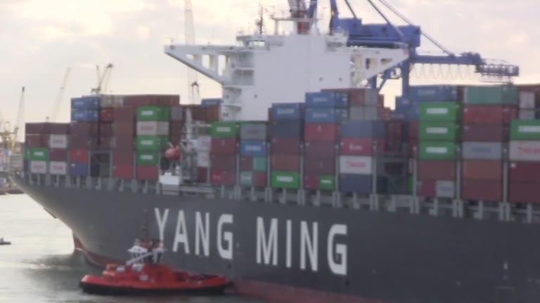 Video: Nel Porto di Genova la nave portacontainer più grande di sempre