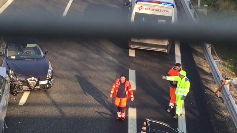 Video: Incidente in A8, i soccorsi