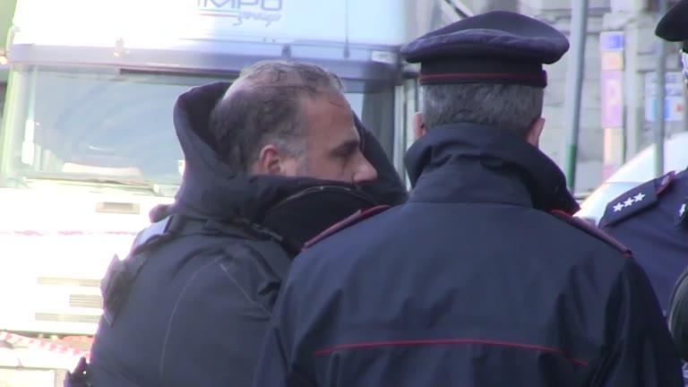 Video: Genova, ruba la collana di un'anziana dopo averla minacciata di morte: arrestato
