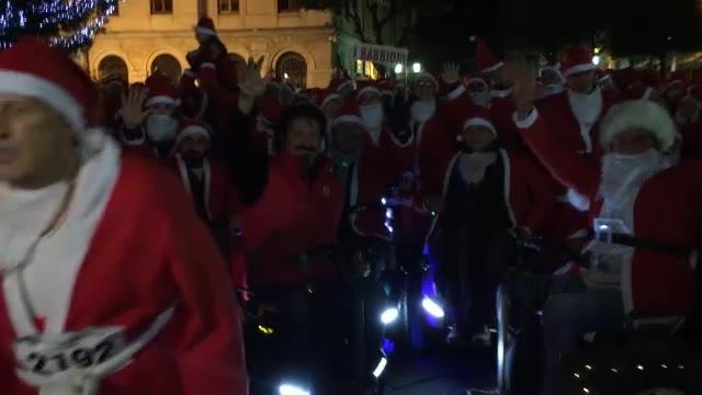 Video: Babbi Natale di corsa, a Savona erano in 2800 per le vie del centro cittadino