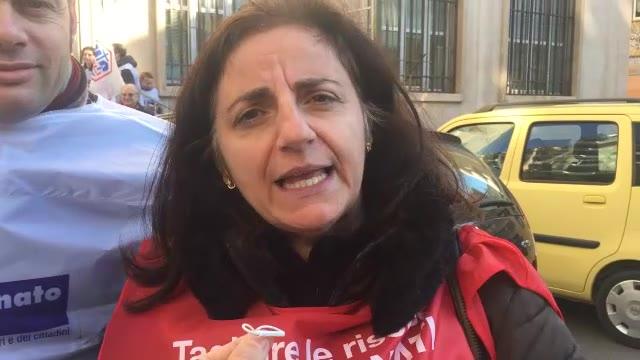 """Patronati in piazza: """"Pronti a chiudere un mese"""""""