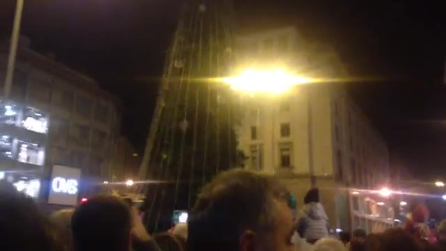 Video: Si accendono le luci di Natale in Piazza Monte Grappa