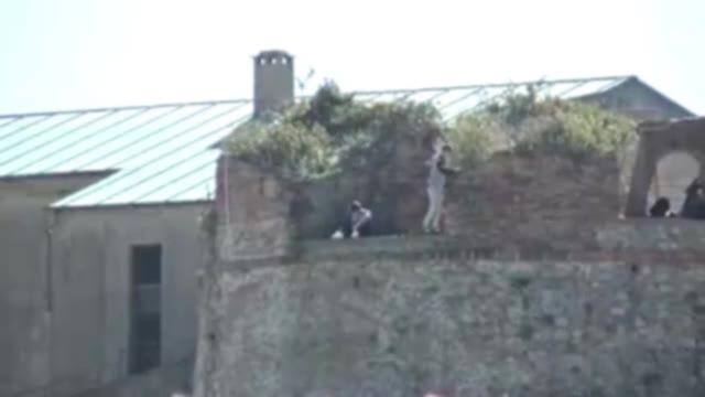 Video: Savona, in bilico sulle mura del Priamar