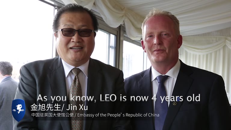 丹与中国驻英国大使馆公使金旭先生Mr. Jin Xu, Embassy of People's Republic of China speaks with Dan Anderssson