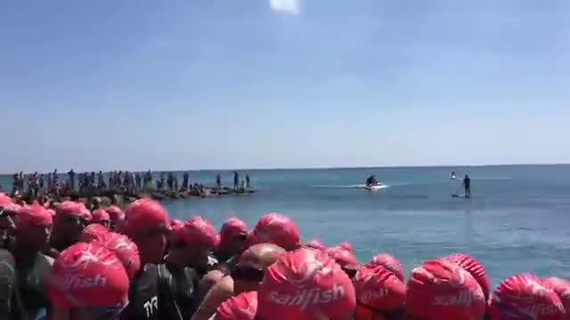 Pietra, la partenza del XV Triathlon Olimpico