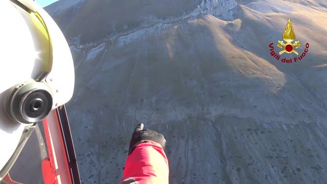 """Video: Il terremoto """"spacca"""" la montagna"""