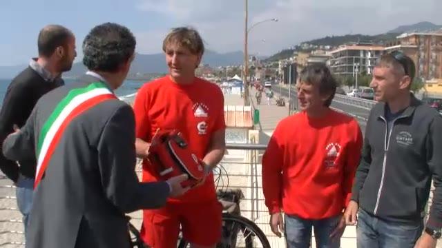 """Video: """"Estate sicura"""": defibrillatori sulle spiagge di Pietra Ligure"""