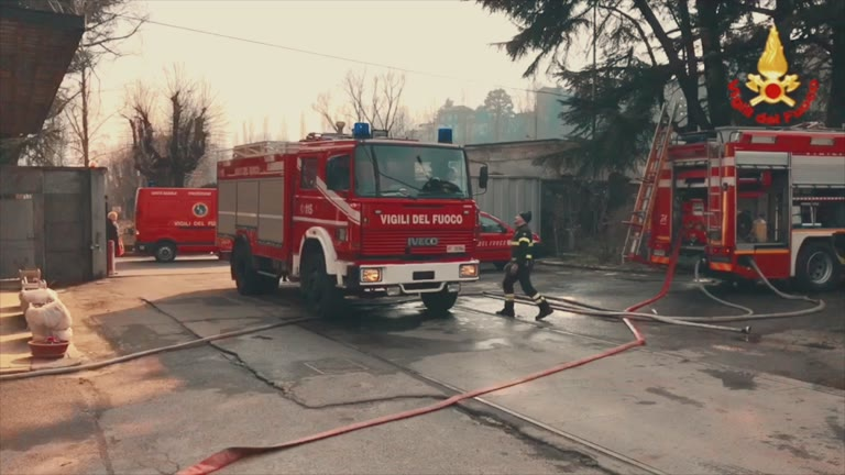 Video: Incendio all'ex cotonificio in Valle Olona