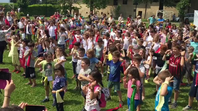 Video: La festa dei bimbi per il bosco che rinasce