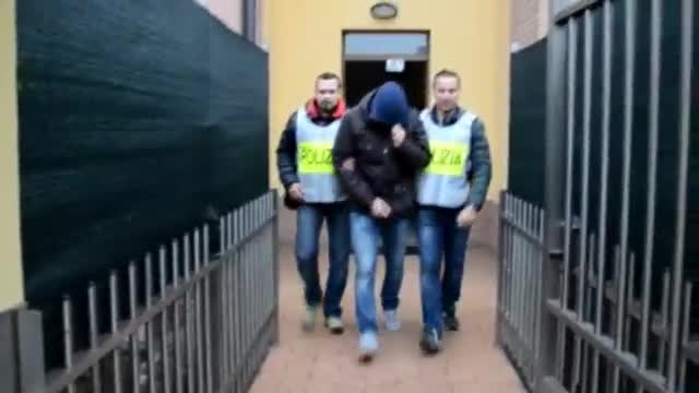 Video: Genova, cani infastidiscono vicini di casa: proprietaria indagata per stalking