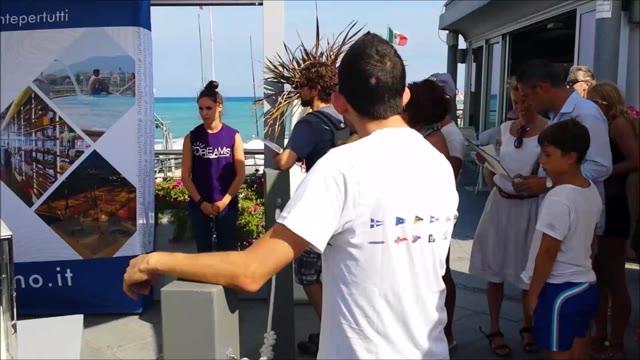 """Decine di fan all'Ocean Bay Club per il """"Meet and Greet"""" con Edoardo Bennato"""
