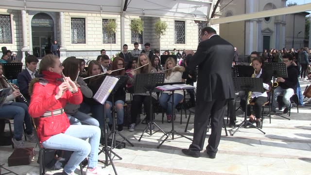 Video: Un'orchestra in piazza San Giovanni