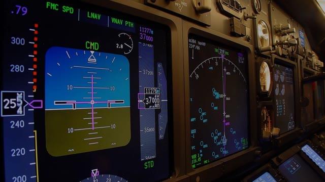 L'atterraggio all'Aeroporto di Genova visto dalla cabina di pilotaggio