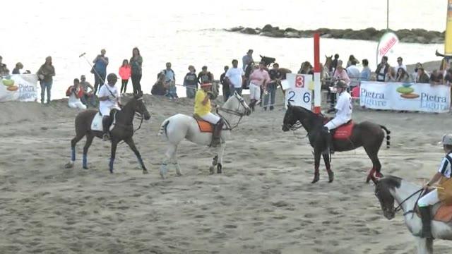 Video: Pietra Ligure, successo per il Polo Beach: curiosità, pubblico e spettacolo
