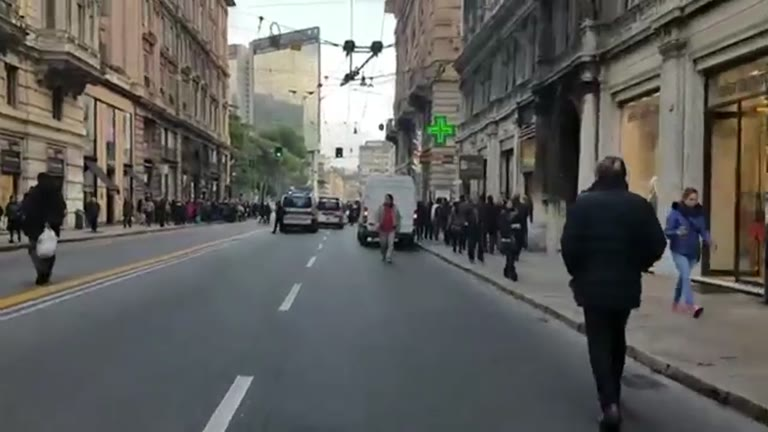 Genova, auto senza controllo travolge pedoni: il racconto dei testimoni