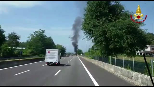 Video: Incendio Mercedes in A8-A26