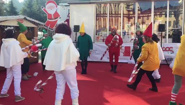 Video: Al Varese Christmas Village si balla e ci si diverte