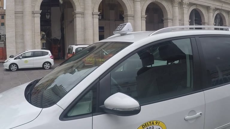 "Genova, i tassisti ""invadono"" De Ferrari"