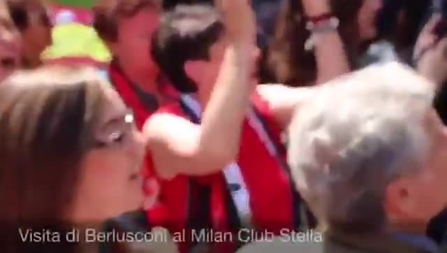 Video: Berlusconi in visita al Milan club femminile Stella