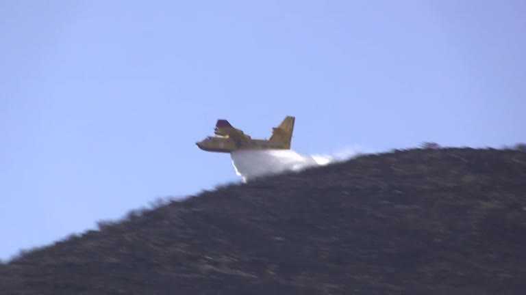Fasce e Cordona, 200 ettari andati in fumo. L'incendio impegnerà ancora per ore