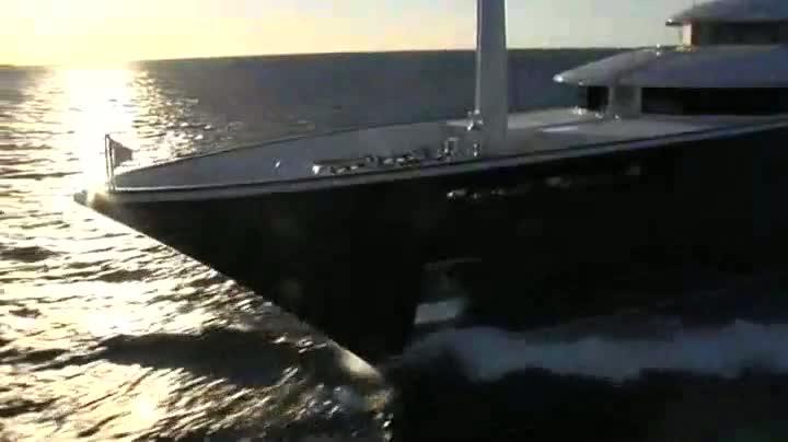 Aquila - Derecktor Motor Yacht   superyachts com