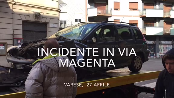 Video: Scontro frontale in via Magenta a Varese