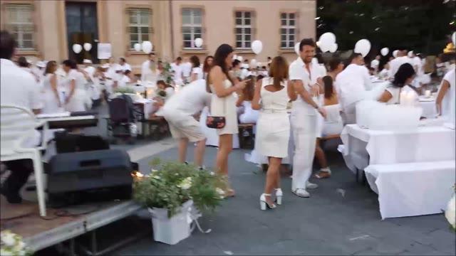 Cena in Bianco, Loano si trasforma in Parigi