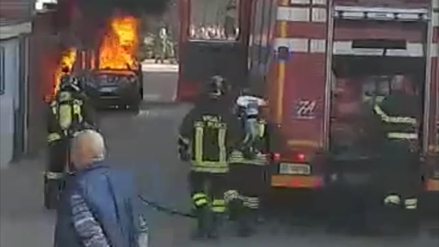 Video: Auto in fiamme a Cairate