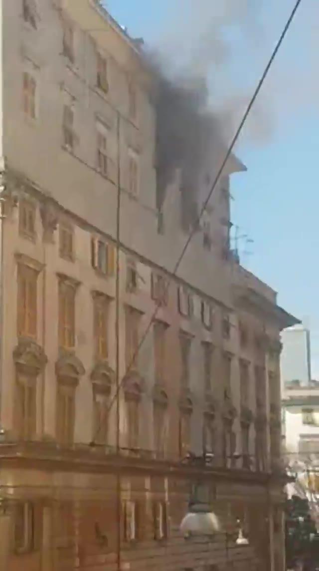Foce, incendio in appartamento: tre feriti