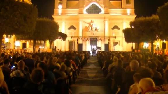 Video: Un successo il concerto di Giovanni Allevi a Pietra Ligure