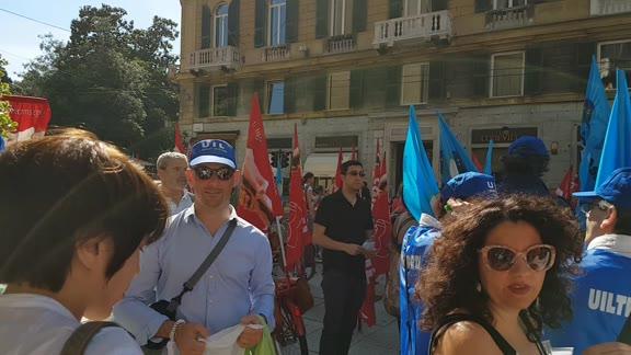 Mense, turismo, pulizie: sciopero e protesta dei lavoratori