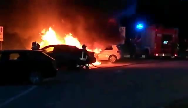Video: Le auto in fiamme a Caldè