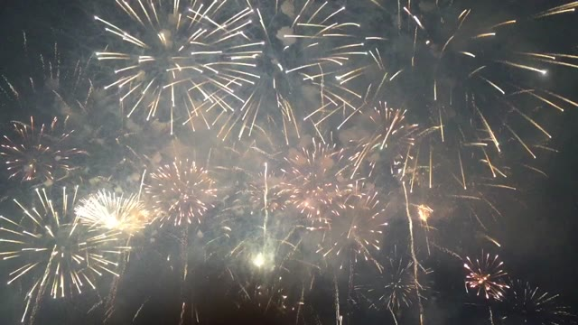 Video: Fuochi d'artificio a Lavena Ponte Tresa